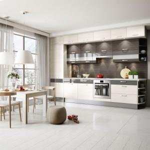 """Planując pojemną zabudowę kuchenną, w której uda nam się zmieścić wszystkie niezbędne akcesoria,  warto """"poszukać"""" dodatkowej powierzchni. Fot. Kam"""