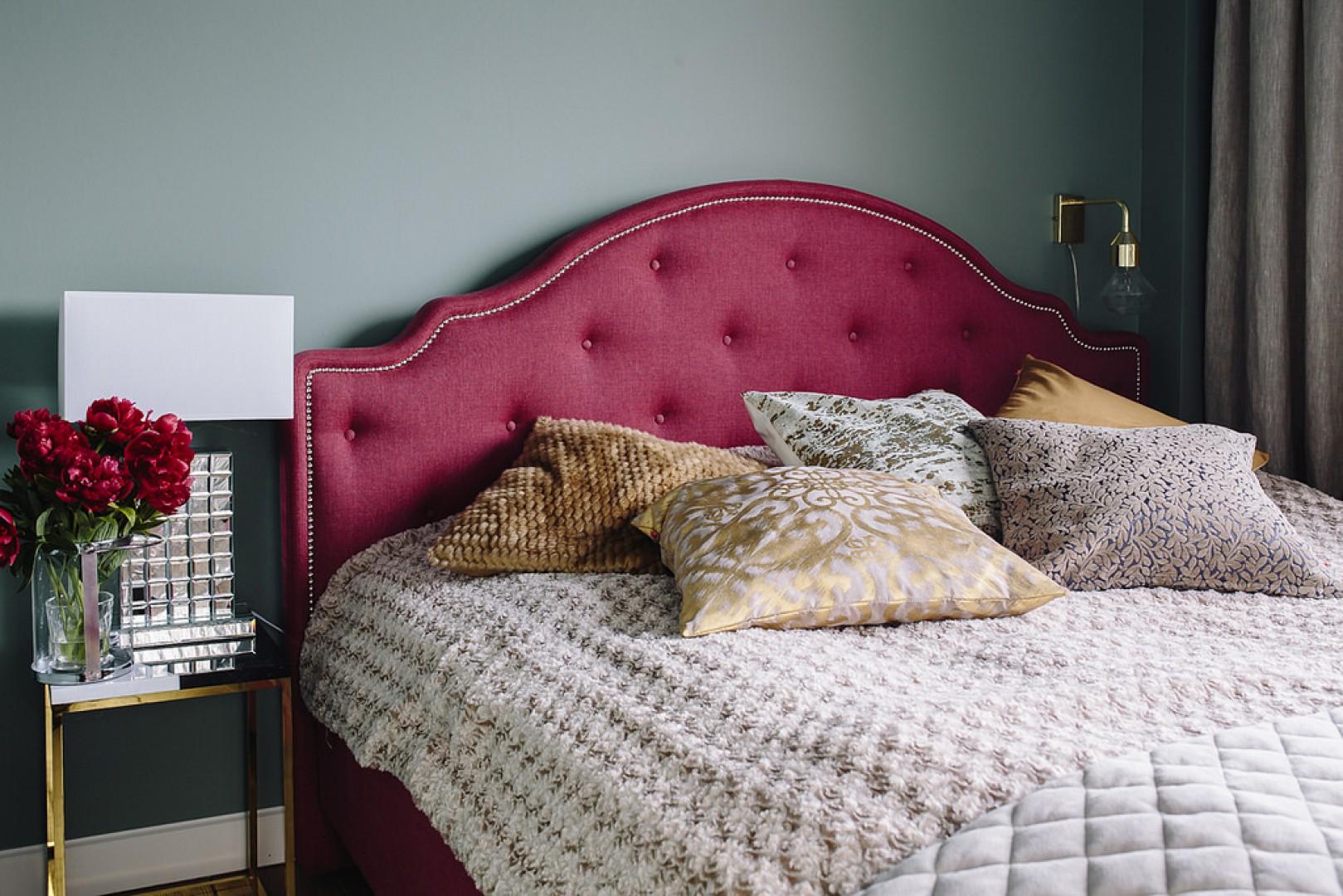 Łóżko Flores firmy Wajnert Meble po metamorfozie sypialni Urszuli Michalak. Fot. Interiors Design Blog