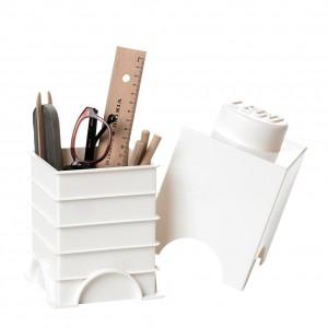Białe pudełko w kształcie klocka LEGO do przechowywania sprawdzi się na biurku dziecka. Fot. Bonami.pl