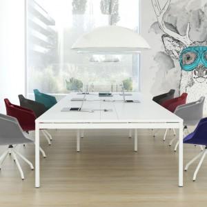 W sali konferencyjnej można pozwolić sobie na więcej barw. Fot. Everspace