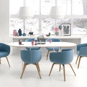 Niebieska barwa działa kojąco. To doskonały kolor do miejsca pracy. Fot. Everspace