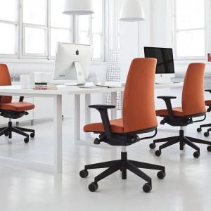 Pomarańczowe barwy dodają wnętrzom przytulności. Fot. Everspace
