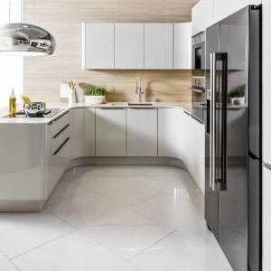 Kuchnia Oktawia U-Nela + Soft o subtelnych, zaokrąglonych kształtach dla osób ceniących sobie prostotę i wygodę. Fot. Atlas Kuchnie