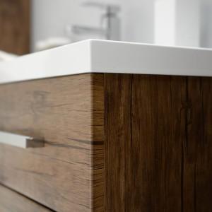 Foliowanie to sposób wykończenia mebli, który szczególnie dobrze sprawdza się w łazience. Fot. Antado