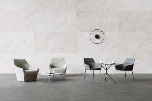 Krzesła i stoliki o delikatnej linii