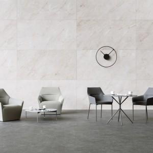 Siedziska i stoliki z kolekcji Chic, Profim