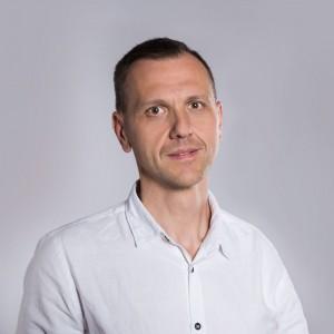 Arkadiusz Jasiński, ekspert mebli skrzyniowych w salonach Agata