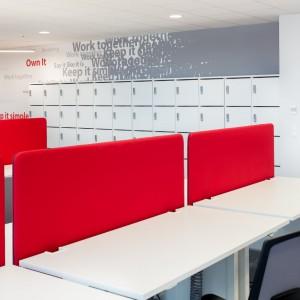 Akustyczne panele biurkowe firmy MDD. Fot. MDD