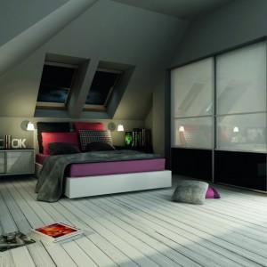 Sypialnia na poddaszu może mieć niepowtarzalny klimat. Fot. Komandor