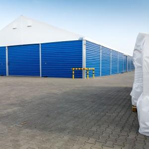 Firmy meblarskie wymagają przestronnych magazynów, które będą w stanie pomieścić wielkogabarytowe zamówienia oczekujące na wysyłkę. Fot. Protan Elmark