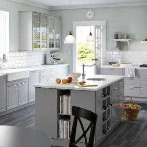 Kuchnie we wnętrzach skandynawskich muszą być przede wszystkim jasne i funkcjonalne. Fot. IKEA