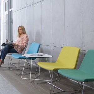 Krzesła Surf marki Bejot. Fot. Everspace
