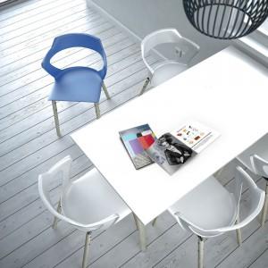 Krzesła Sky Line marki Bejot. Fot. Everspace
