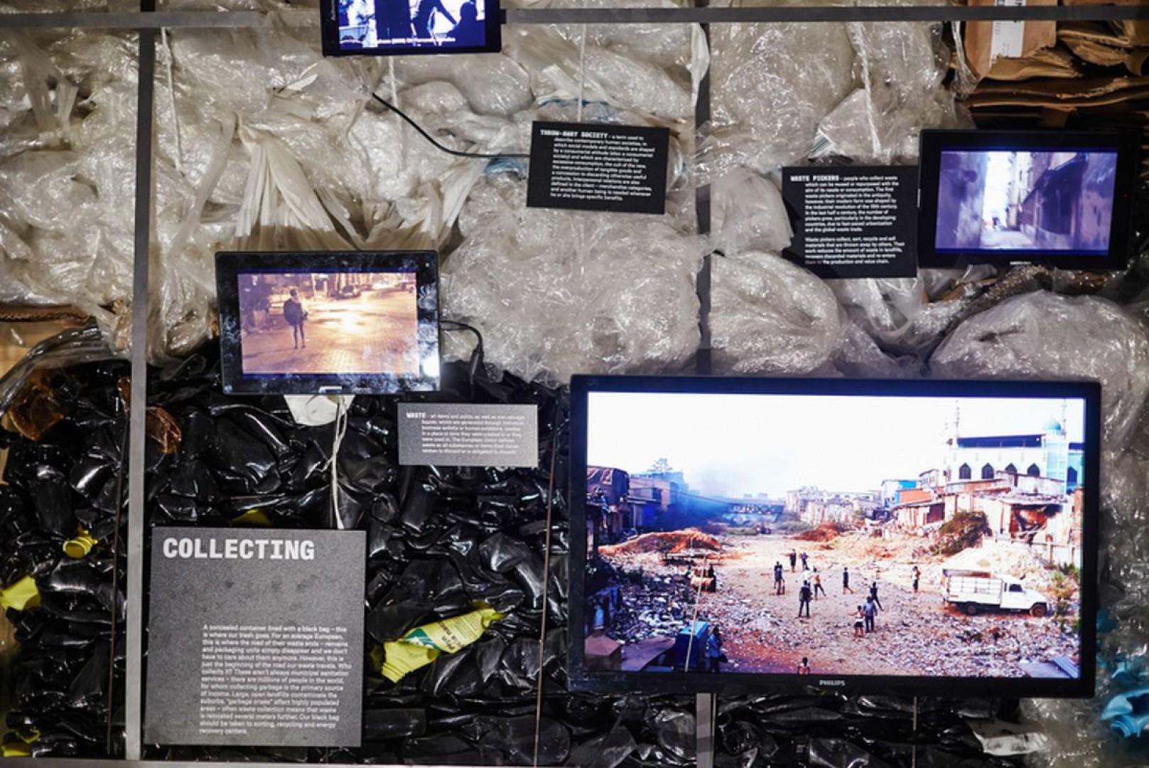 IKEA została mecenasem wystawy Let's talk about garbage, którą przygotowali Hugon Kowalski i Marcin Szczelina. Fot. IKEA