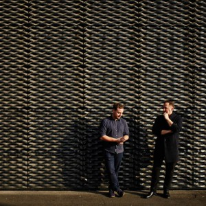 """Hugon Kowalski i Marcin Szczelina, twórcy wystawy wystawy """"Let's talk about garbage"""". Fot. IKEA"""