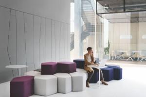 Meble biurowe. Jak zaaranżować strefę wypoczynku?