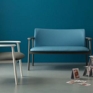 Niewielka sofa i krzesło