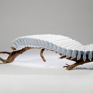 Niezwykłe siedzisko o podstawie z gałęzi drzewa. Projekt: Floris Wubben.