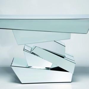 Konsola Module wykonana jest z płyty mdf oklejonej lustrami. Fot. Le Pukka Concept Store