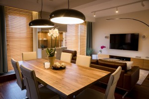 Drewno, fornir i mosiądz w nowej realizacji Viva Design