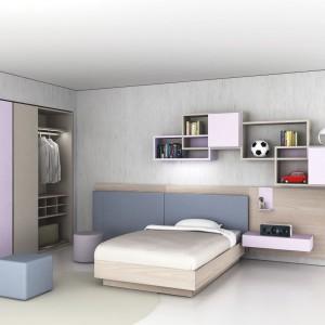 Półki nad łóżkiem mogą być praktycznym miejscem na książki i drobne przedmioty. Fot. Zalf