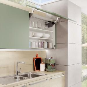 Podnośnik typu servo-drive firmy Blum, w kuchni firmy Nobilia. Fot. Nobilia