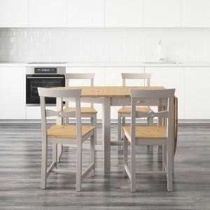 Prosty stół z krzesłami. Fot. IKEA