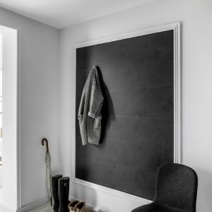Ściany w przedpokoju powinny być nie tylko ładne, ale i trwałe oraz odporne na zabrudzenia. Fot. Vox