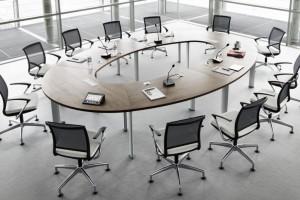 Jak wyposażyć salę konferencyjną - zobacz projekty nowoczesnych biur