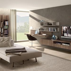 W tej wiszącej kolekcji znalazło się miejsce zarówno na telewizor, jak i  na biurko, półki z książkami i podręczną szafkę. Fot. Zalf