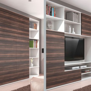 Meble w pokoju dziennym mogą mieć zabudowę modułową z wydzielonymi strefami, które można zamknąć osobnymi frontami. Fot. Hettich
