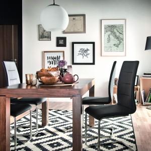 Stół i krzesła z oferty firmy Paged. Fot. Paged