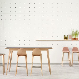 Stołki barowe i stół z serii