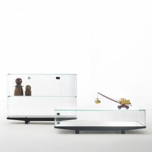 """Zestaw szklanych regałów """"Collector"""". Fot. Glass Italia"""