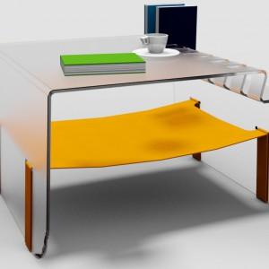 Matowe szkło i tkanina tworzą oryginalny stolik zaprojektowany przez jednego z uczestników konkursu firmy Vox – Artura Majewskiego. Fot. Vox