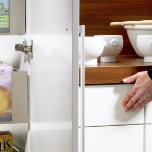 Obsługa szuflad z systemem push-to-open jest bardzo prosta. Fot. Hettich