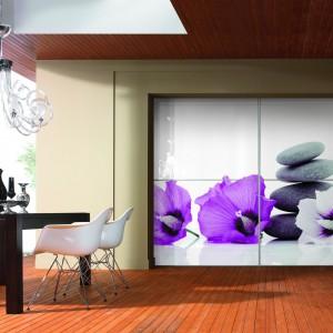 Do salonu lub jadalni - szafa z motywem florystycznym. Fot. Komandor