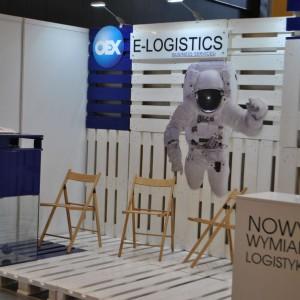Targi meblowe w Ostródzie. Stoisko firmy E-logistics. Fot. Mariusz Golak