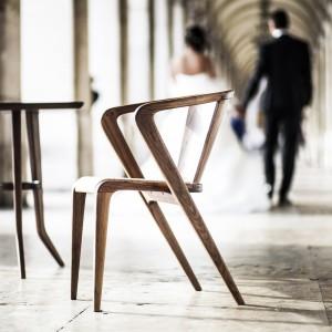 Krzesła portugalskiej marki Studio Around the Tree