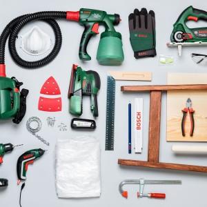 Narzędzia i materiały potrzebne do samodzielnego wykonania garderoby. Fot. Bosch