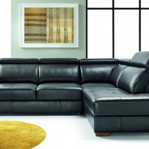 Skórzana sofa dobrze prezentuje się w czerni. Fot. Etap Sofa