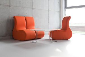 Soft seating – jak wprowadzić kolory do biura