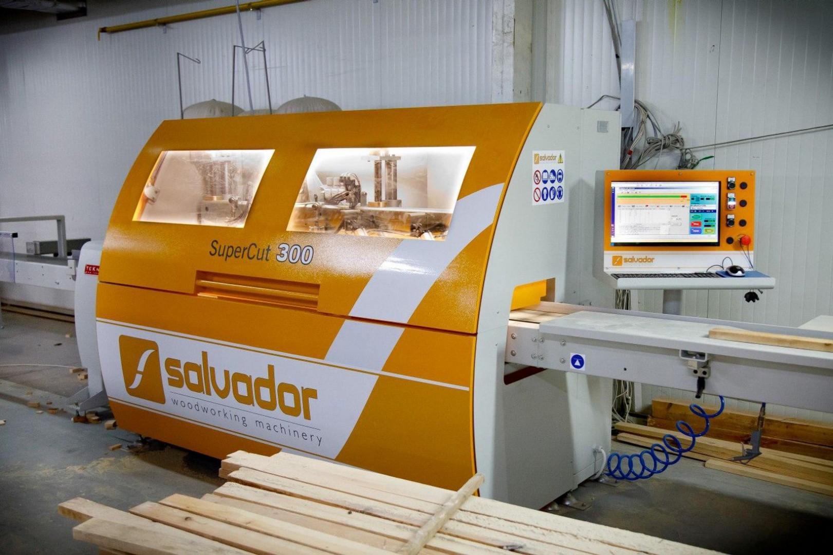 Każde drewno po przetarciu wymaga optymalizacji, dlatego firma Woodica zainwestowała w optymalizerkę Salvador Supercut 300. Fot. Teknika