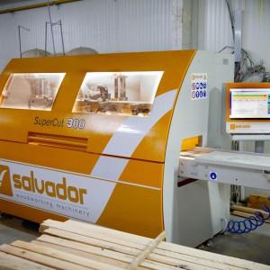 Każde drewno po przetarciu wymaga optymalizacji, dlatego firma Woodica zainwestowała w optymalizerkę