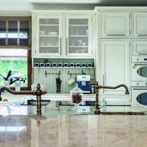 Klasyczna kuchnia z elementami w stylu retro. Fot. Studio Max Kuchnie