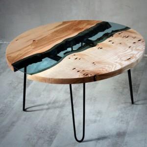 Drewno z błękitnym szkłem. Fot. Malita Just Wood