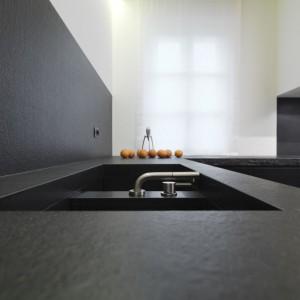 Blat kuchenny z naturalnego granitu. Fot. Interstone