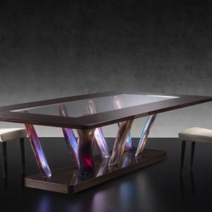Stół ze szkłem Murano. Fot. Reflex
