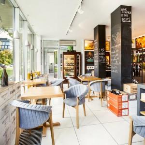 Restauracja Wino Corner z fotelami Evo (Paged Collection). Fot. Ernest Wińczyk