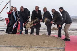 Egger uroczyście rozpoczyna budowę fabryki w Biskupcu